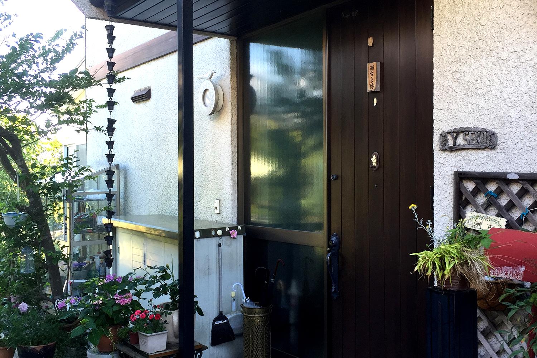 玄関廻りをプチ増築しイメージチェンジ